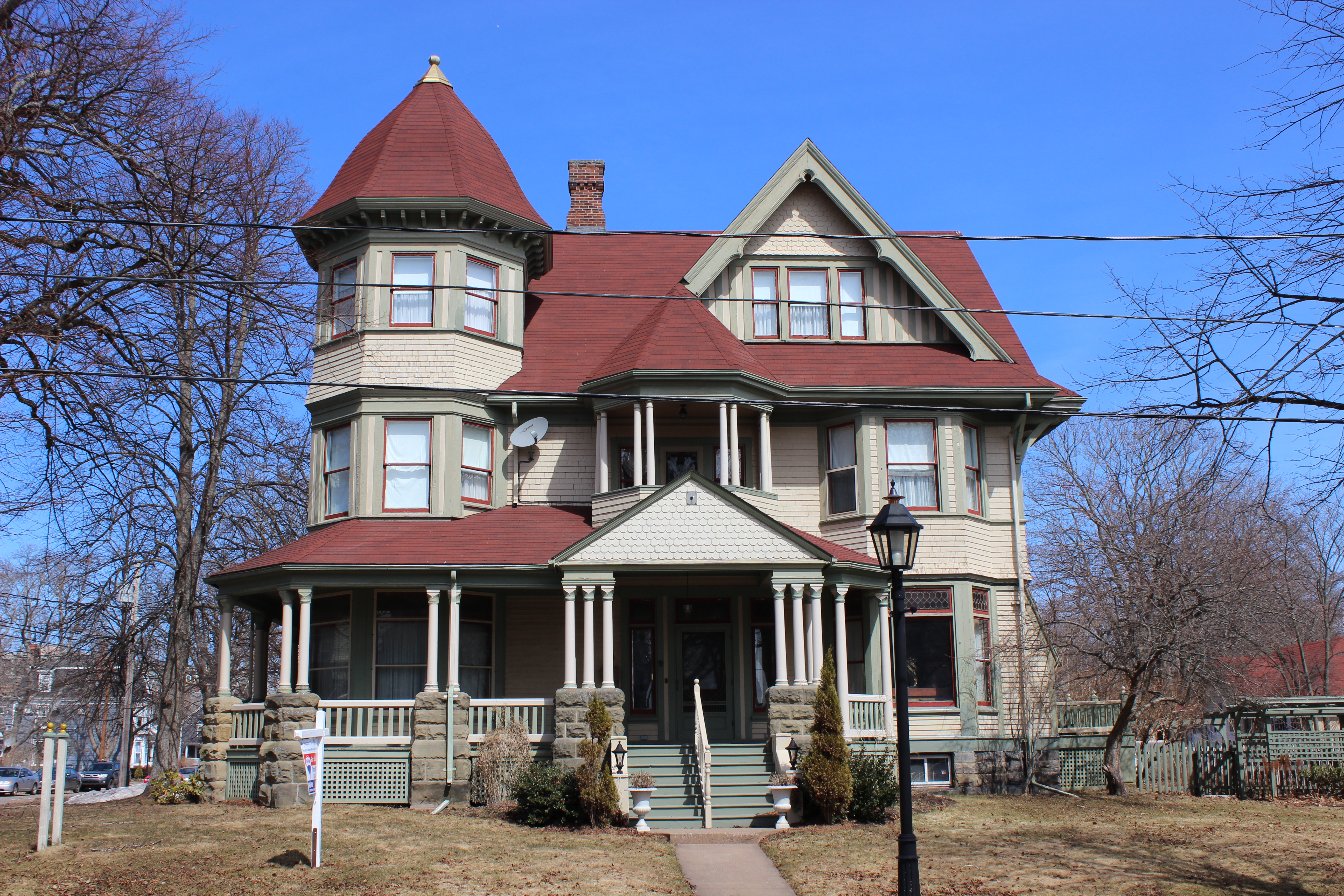 Historical and contemporary homes of charlottetown for Pei home builders